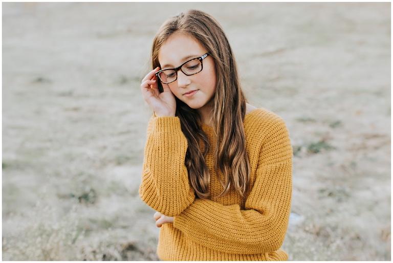 girl in mustard forver 21 sweater